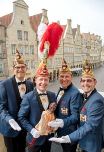 Prinz Thorsten II bereitet sich auf das Prinzenwiegen in den MÜNSTER ARKADEN vor