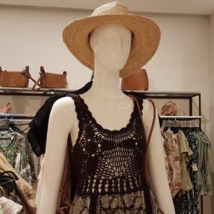 Mit verspielten Häkel-Details wie bei diesem Kleid von Zara bist du perfekt fürs Festival gerüstet