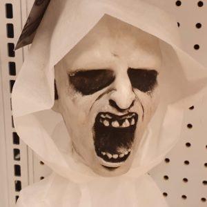 Gruselige Maske für Halloween von Smyth in den MÜNSTER ARKADEN