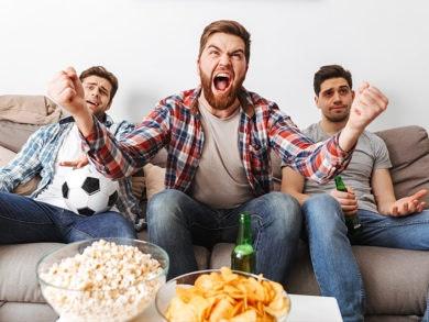 Snack e birra con gli amici