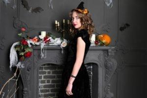 Hexe im schwarzen Kleid – Tipps für schnelle, einfache Halloween-Kostüme aus dem LOOP5 Weiterstadt