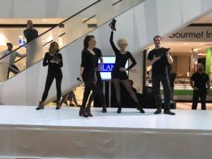 Modenschau Fashion Weekend im HOFGARTEN Solingen - Mieter Roland Schuhe - Veranstaltungen 2017