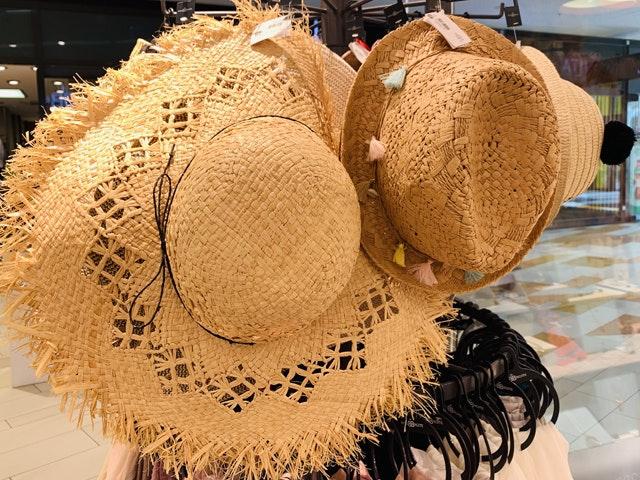 Bei Bijou Brigitte im HOFGARTEN SOLINGEN gibt es trendige Beach Wear, passend zur Bademode