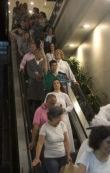 FF, animado, nas escadas rolantes rumo à Praça Central