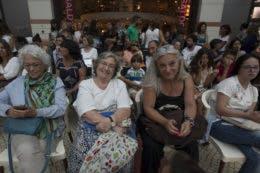 A escritora Alice Vieira e Paula de Carvalho, filha do ator Ruy de Carvalho, estiveram entre a assistência