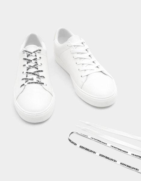 Sneakers Pull&Bear, antes a 25,99€ e agora a 12,99€