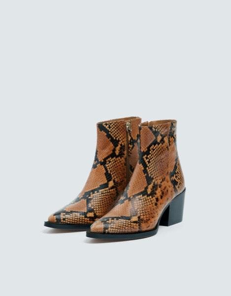 Botins Pull&Bear, 69,99€ | Quebre um look integral em preto com estes botins.