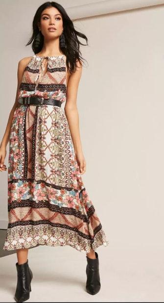 Compre este look Vestido Forever 21 - 27,50€ e combine com Botas brancas Forever 21 - 27,00€