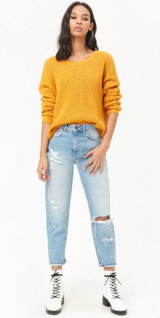 Inspire-se neste look –Sweaters, jeans, brinco argolas e botas estilo militar. Sweater Forever 21 - 23€ / Jeans Forever 21 - 27,00€ / Botas estilo militar pretas Forever 21 - 35,00€ / Brincos argolas Forever 21 - 3,00 €