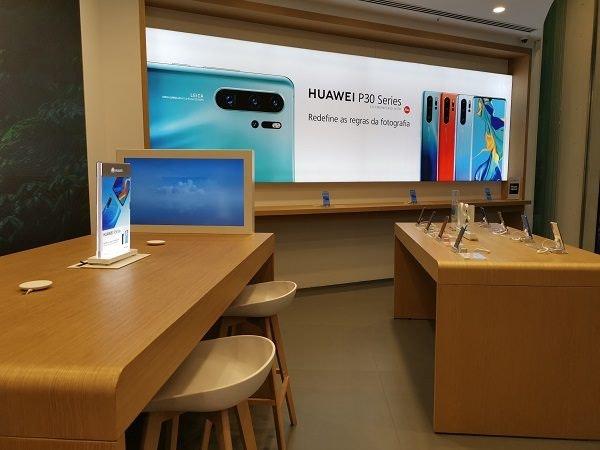 Huawei Store Experience Wall.jpg