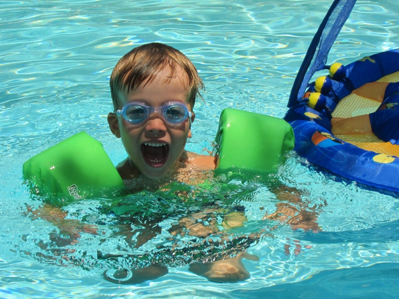 criança-piscina.jpg
