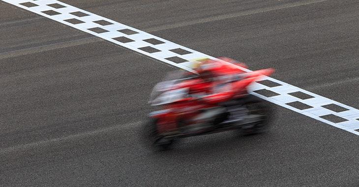 O grande campeonato de MotoGP passa por aqui (em grande velocidade!)