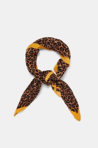 Lenço Zara, 9,95€ | Ao pescoço, no pulso, na cabeça ou pendurado na mala.