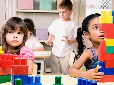 Vários SC-Brinquedos-didáticos-porque-a-brincar-também-se-aprende_destaque