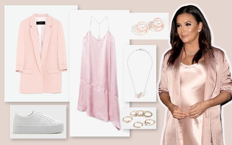 Eva Longoria | Um conjunto algo clássico e muito feminino, quer pelo tom de rosa quer pelos materiais do vestido e do casaco, passando pelos dourados nos acessórios e, claro, pelas intemporais pérolas.