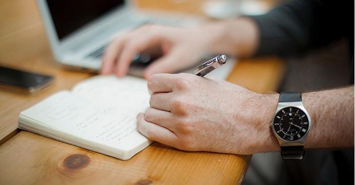 relogios-escritorio-trabalho