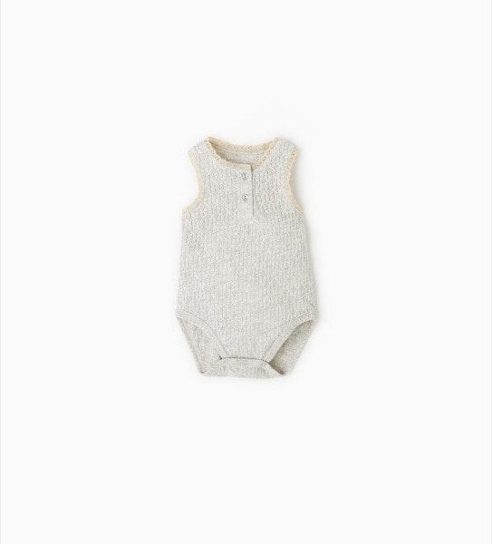 Body recém-nascido, antes era a 12,95 e agora é a 7,99€, na Zara Kids