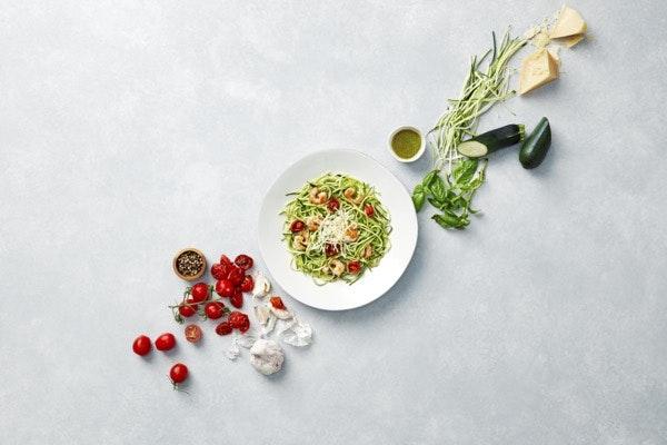 Terça-feira: Zoodles de Camarão com Pesto de agrião | Receita sem glúten e low carb. A opção ideal para quem gosta de pasta, mas quer cortar nos hidratos.