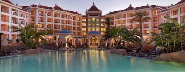 Duas noites no Hilton Vilamoura Cascatas Golf Resort & SPA + pequeno almoço + spa, Agência Abreu, desde 221€