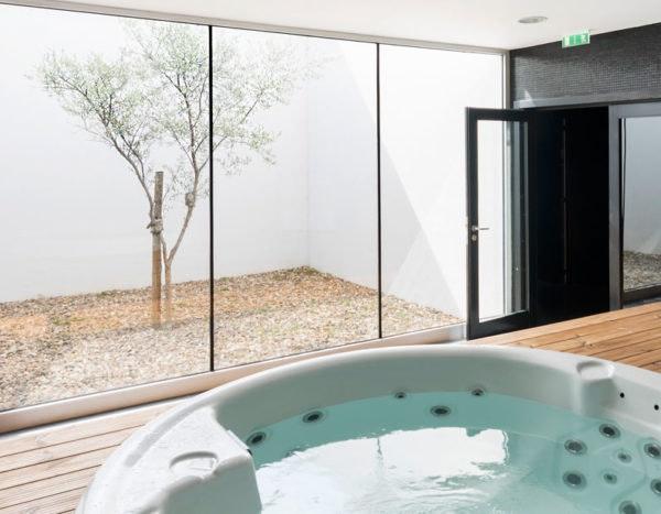 """Prefere experiências a bens materiais? Uma escapadinha é a solução! Esta é no hotel Douro Scala em Mesão Frio. Agência Abreu, <a href=""""http://bit.ly/AfiliadosAbreu-A"""" target=""""_blank"""">Preço sob consulta</a>"""