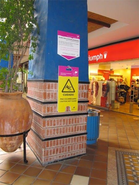 Placas de sinalização de chão molhado de utilização pública