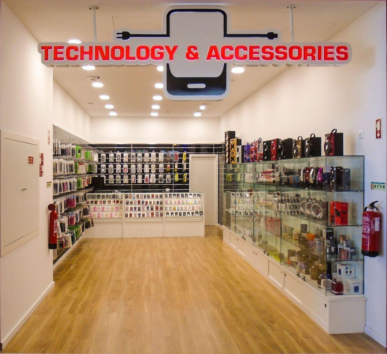 Abertura Technology & Accessories_