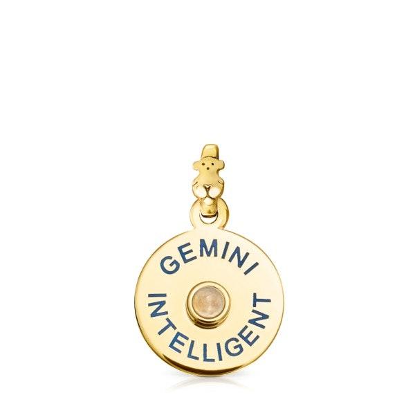 Gémeos | A inteligência é a maior força de Gémeos e, com a calcedónia azul (uma pedra que favorece esse sinal), a serenidade será alcançada.