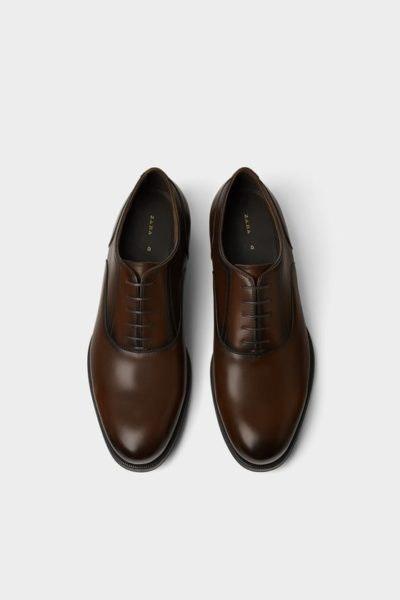 O que seria de um vaidoso sem um bom sapato? Seja para uma ocasião especial que se aproxima ou para o trabalho, estes sapatos de pele são lindos de morrer! Zara, 59,99€