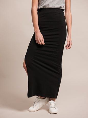 8a452960f Inspírate con estos 4 outfits con faldas largas