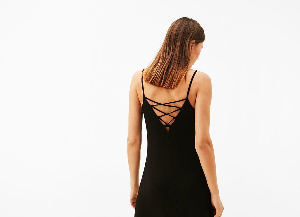 Vestidos con escote de espalda: los más sexys del verano