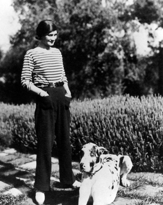 Primeros pantalones de mujer