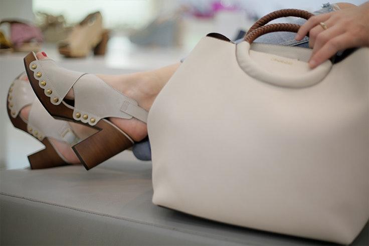 Bolso y zapatos de Rumbo