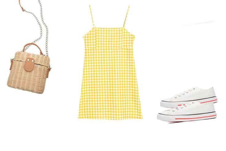 Look de primavera con vestido corto y zapatillas