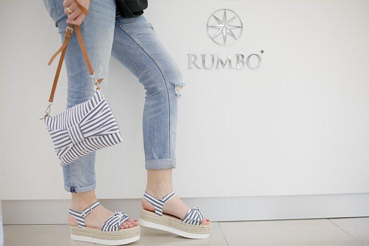 Sandalias y bolso de Rumbo