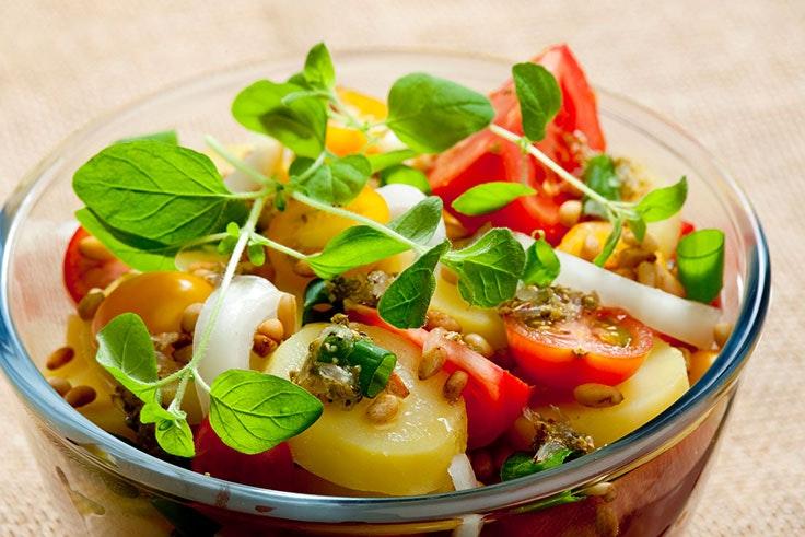 Ensalada original campera con patatas y verduras