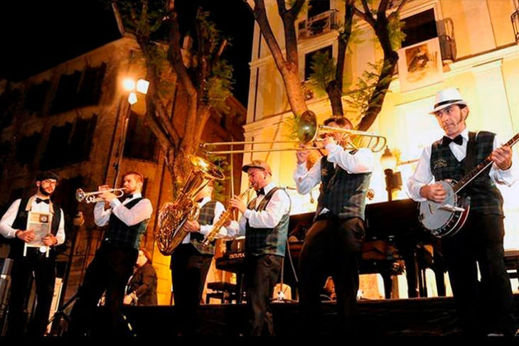 Fiestas en Santiago de la Ribera dixieland train