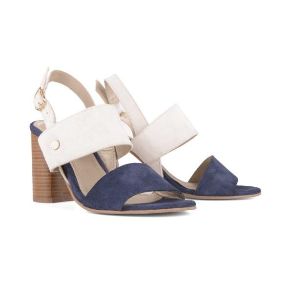 Sandálias, antes a 129,95€ e agora a 90,96€