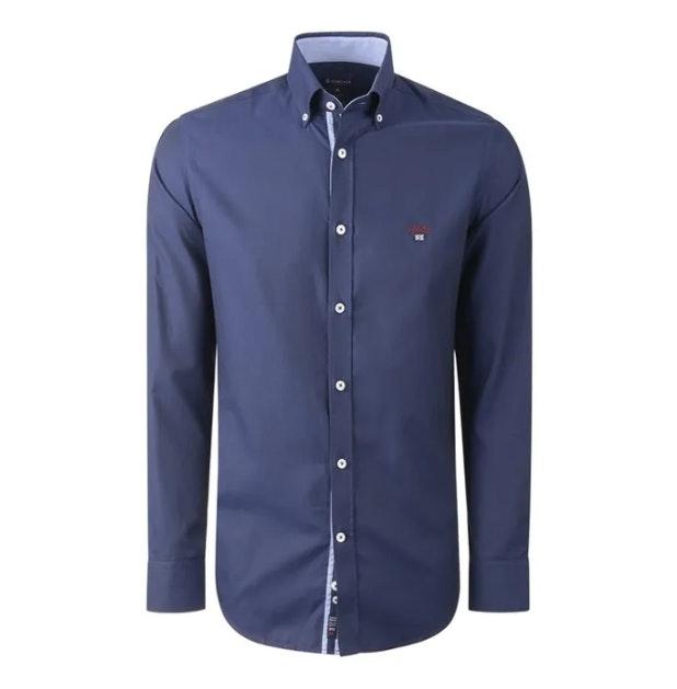 Roupa é sempre uma boa opção. Quem não gostaria desta camisa? Lion of Porches, 74,99€