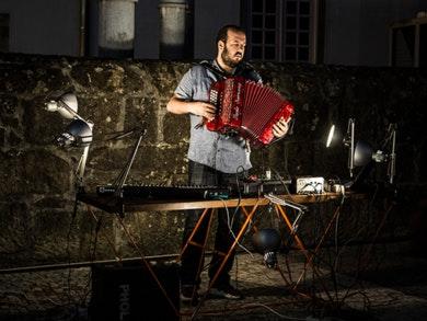 João Gigante: o artista por detrás do projeto PHOLE