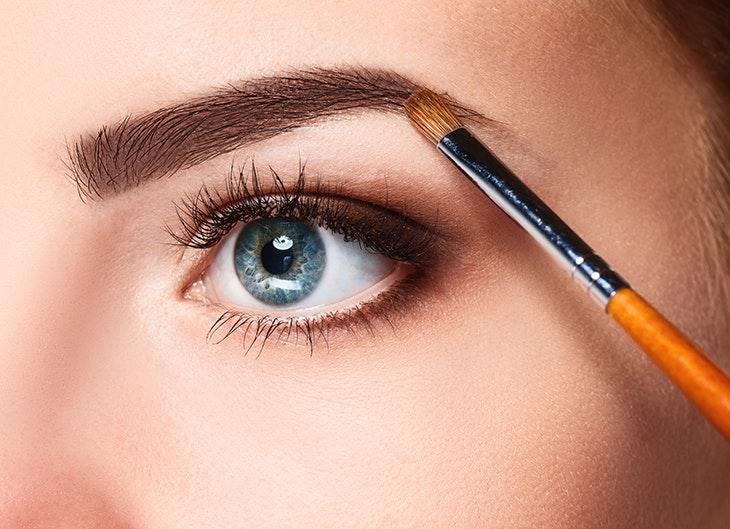 Quatro passos para cuidar das suas sobrancelhas