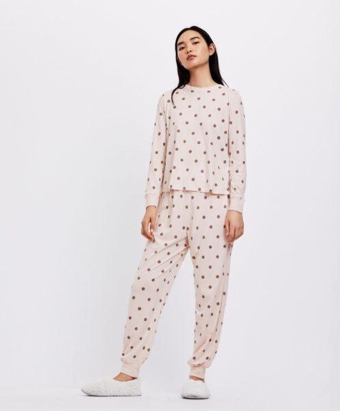 Pijama comprido com bolas, Oysho, 17,99€