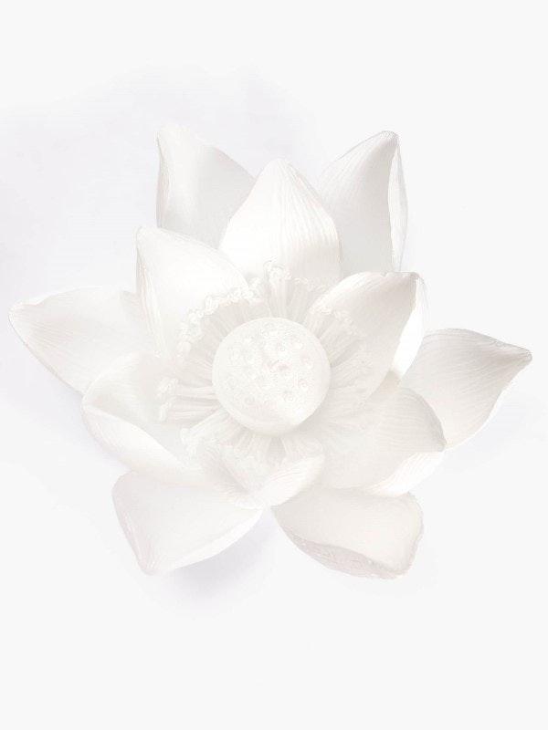 Vela em formato flor de lótus, Zara Home, 15,99€