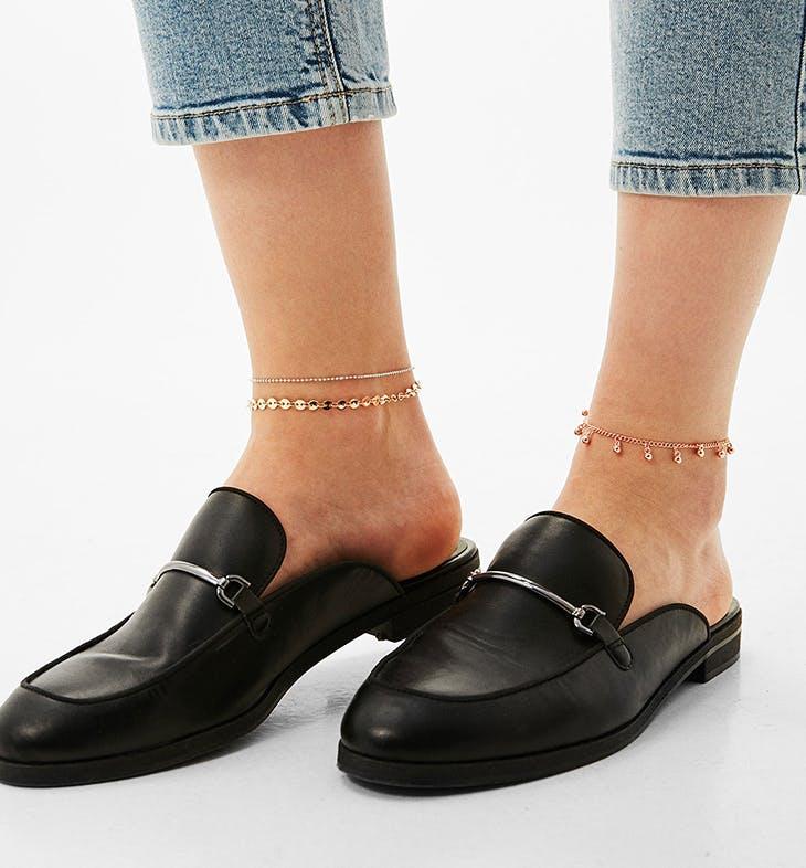cómo llevar pulseras tobilleras