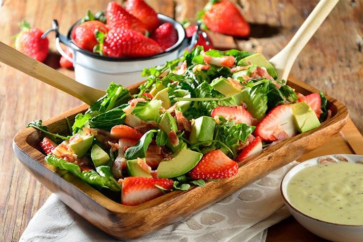 Ensalada con fresas y aguacate
