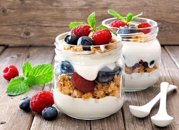 yogur y cereales como alimentación saludable