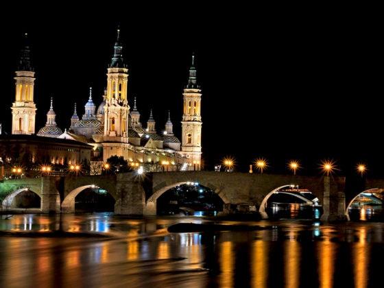 Basílica de Pilar iluminada en las fiestas del pilar 2017
