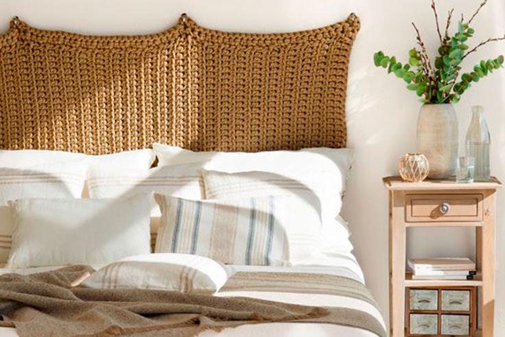 Dormitorio rústico con plantas