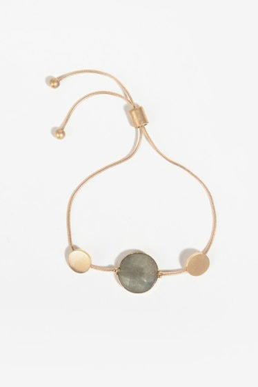 pulsera dorada con piedras