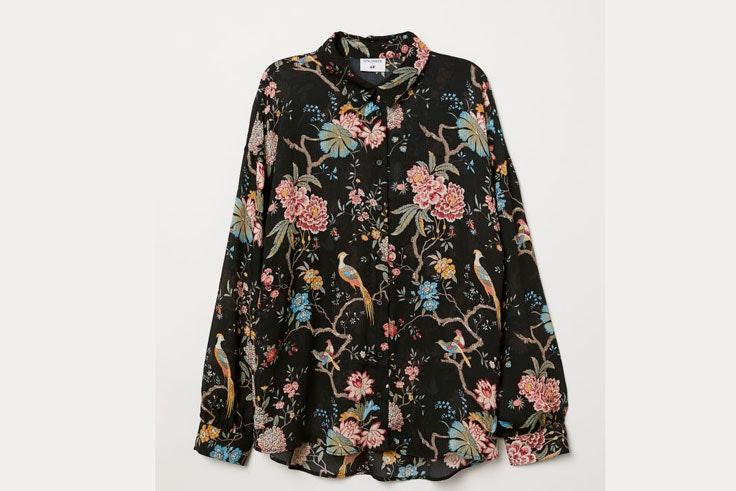 camisa-negra-estampado-flores-hm