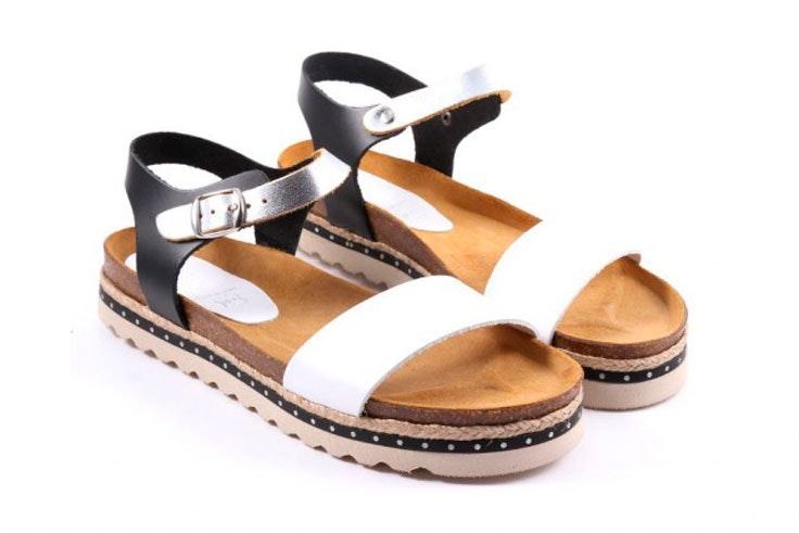sandalia-plana-blanco-negro-pablo-ochoa-1